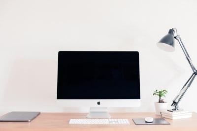パソコンスタンド 縦置きで作業効率アップ