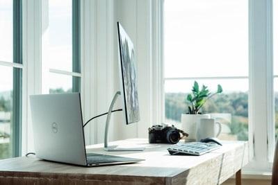 【デスクトップ化】ノートパソコンを閉じたまま外部モニターに映す方法
